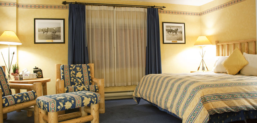 canada_big-3-ski-area_banff_brewesters_mountain_lodge_deluxe_room.jpg
